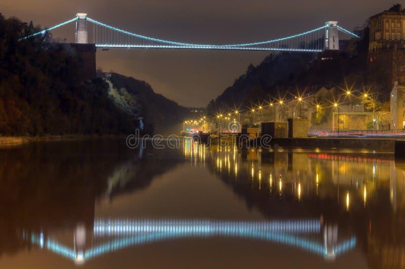 Clifton Aufhebung-Brücke nachts stockbild