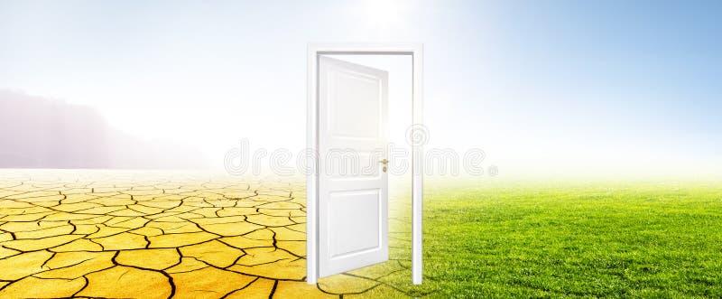 Clima cambiante dalla siccità per inverdirsi prato immagine stock