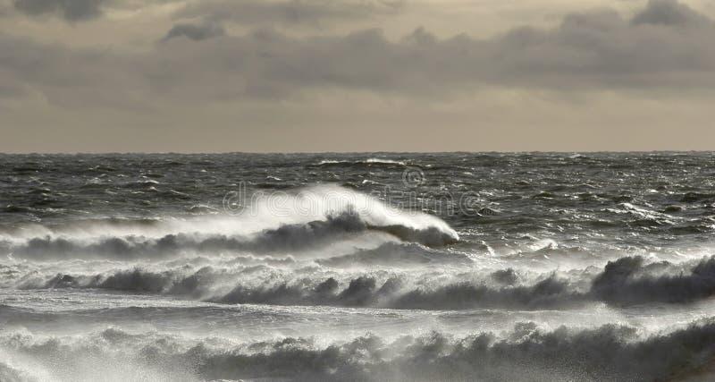 Clima de tempestade e mar áspero foto de stock