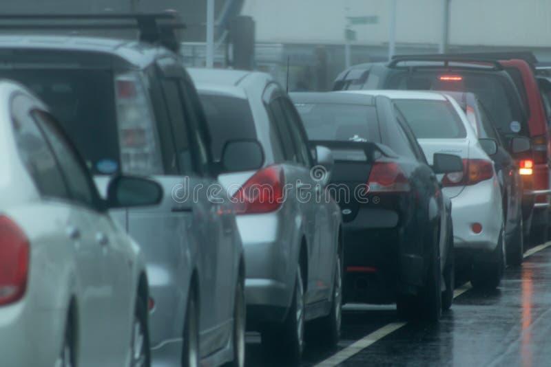 Clima de tempestade que causa atrasos do tráfego fotografia de stock