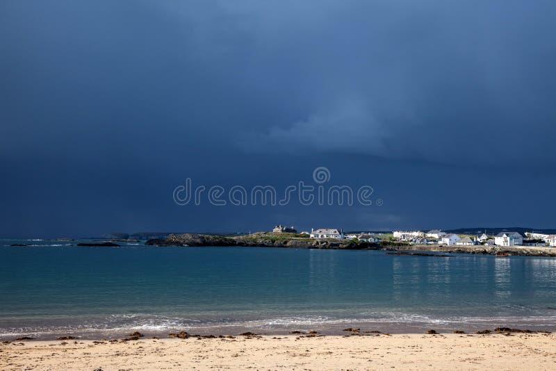 Clima tempestuoso y nubes imagenes de archivo