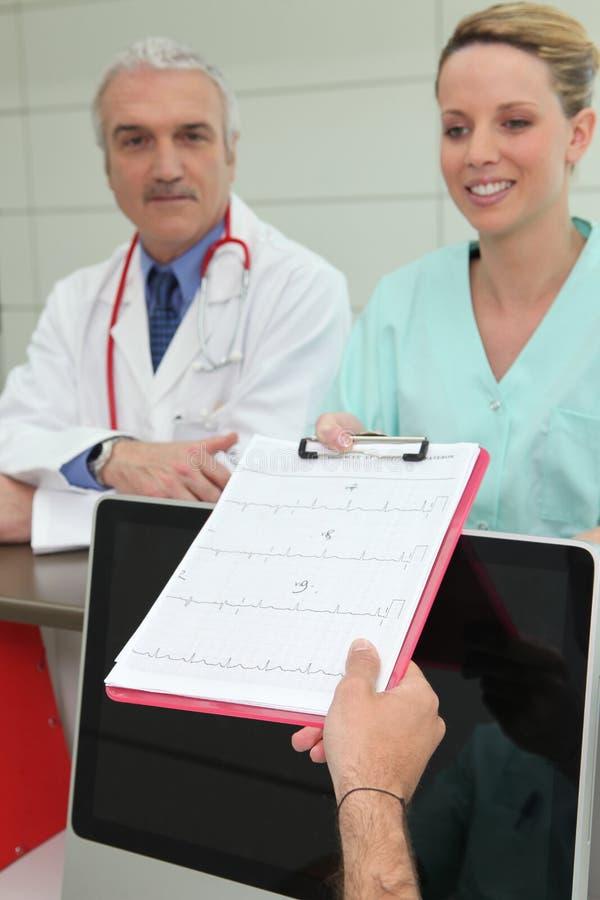 Clinicien et infirmière pratique images libres de droits
