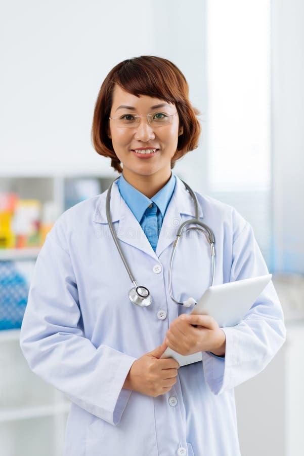 Clinicien vietnamien photo stock