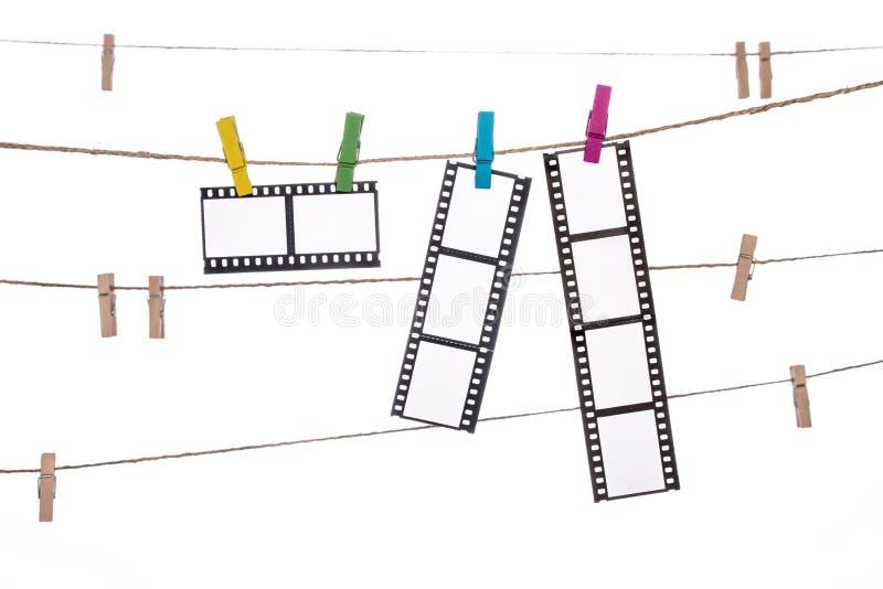 Clip colorido en una guita, negativas fotográficas colgantes imagen de archivo libre de regalías
