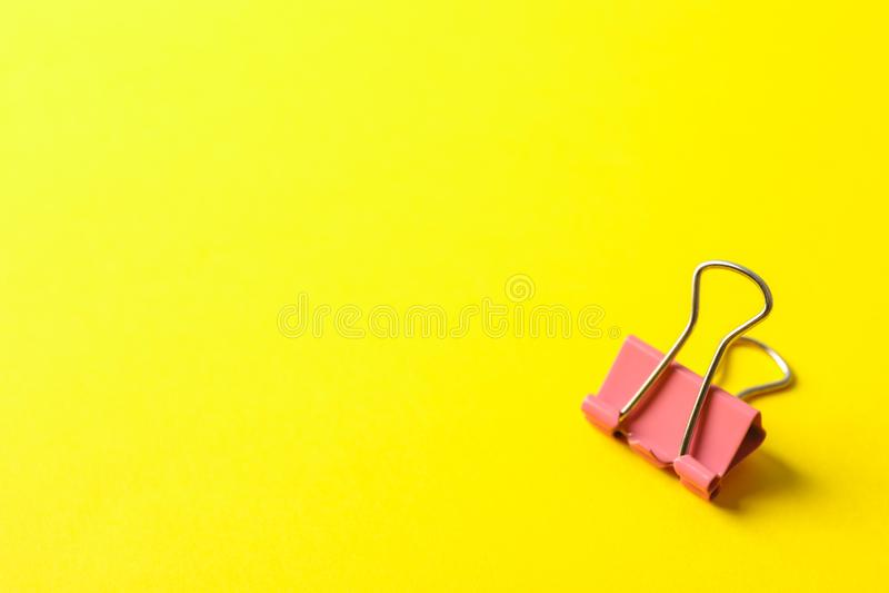 Clip sul fondo di colore fotografie stock libere da diritti
