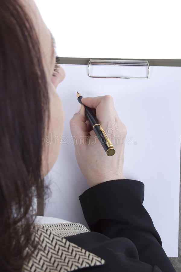 clipboard вручает бумажный лист стоковое фото