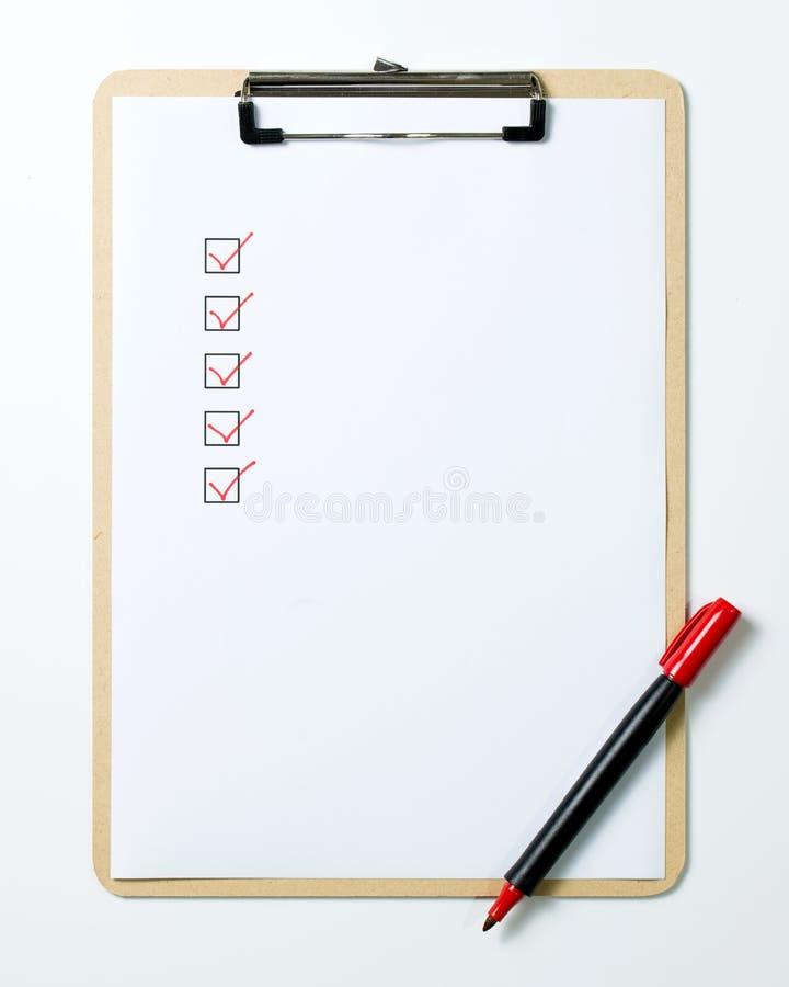 clipboard контрольного списока маркирует померанцовое пер стоковые изображения