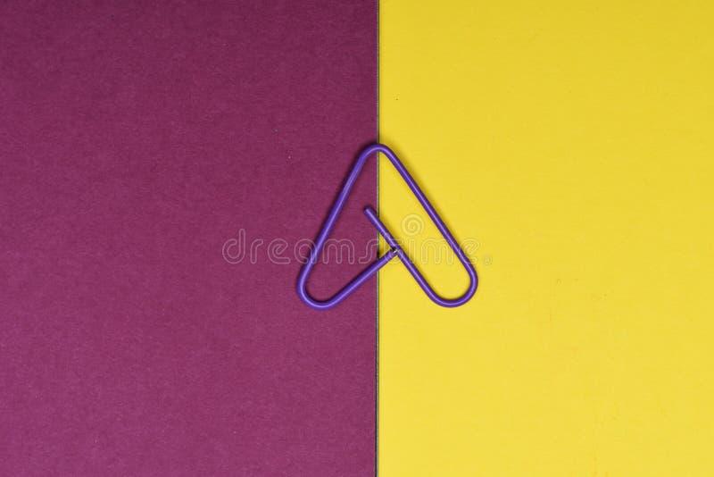 Clipe de papel decorativo da cor fotografia de stock