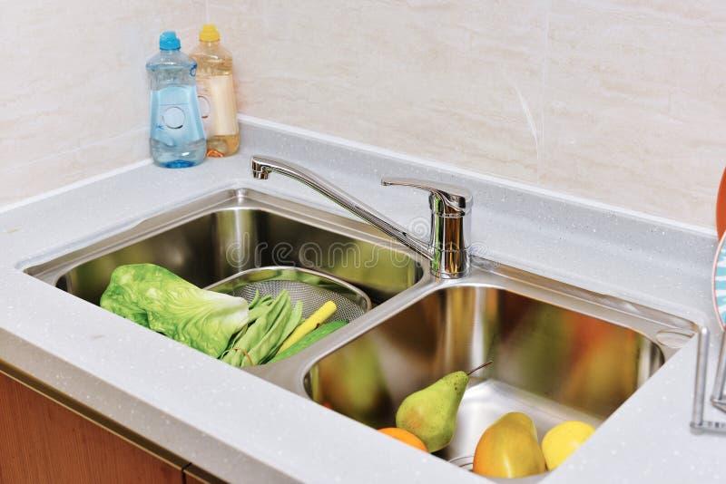 clippingmappen inkluderar kökbanavasken royaltyfria bilder
