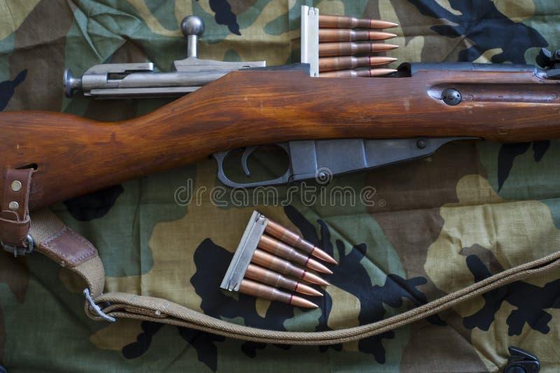 Clips del rifle y de la munición fotografía de archivo