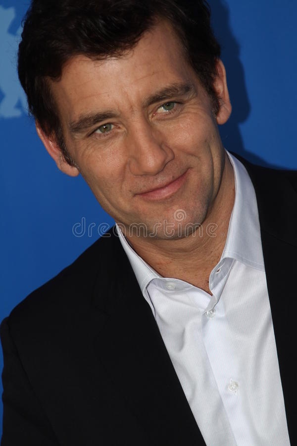 Download Clive Owen editorial photo. Image of pose, person, film - 23625576