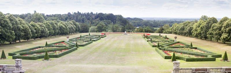 Cliveden议院分配为花坛的区域庭院 免版税库存图片