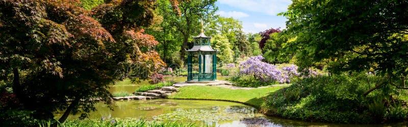Cliveden-Wasser-Garten mit Pagode lizenzfreies stockfoto