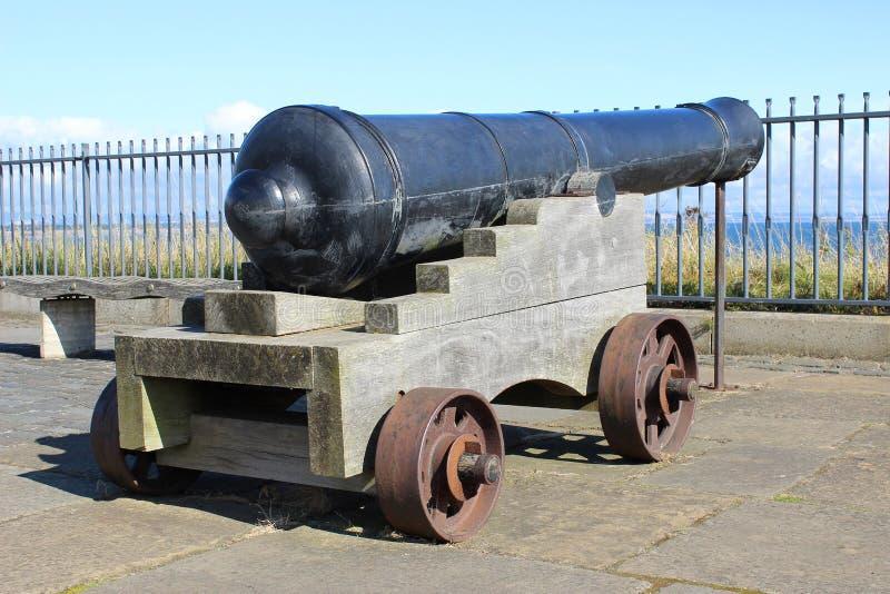 Clliff冠上大炮,圣安德鲁斯,鼓笛,苏格兰 免版税库存图片