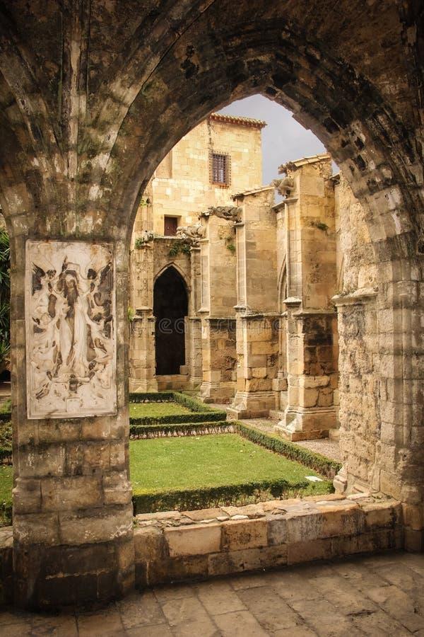 Cloître Cathédrale de saint juste Narbonne france images stock