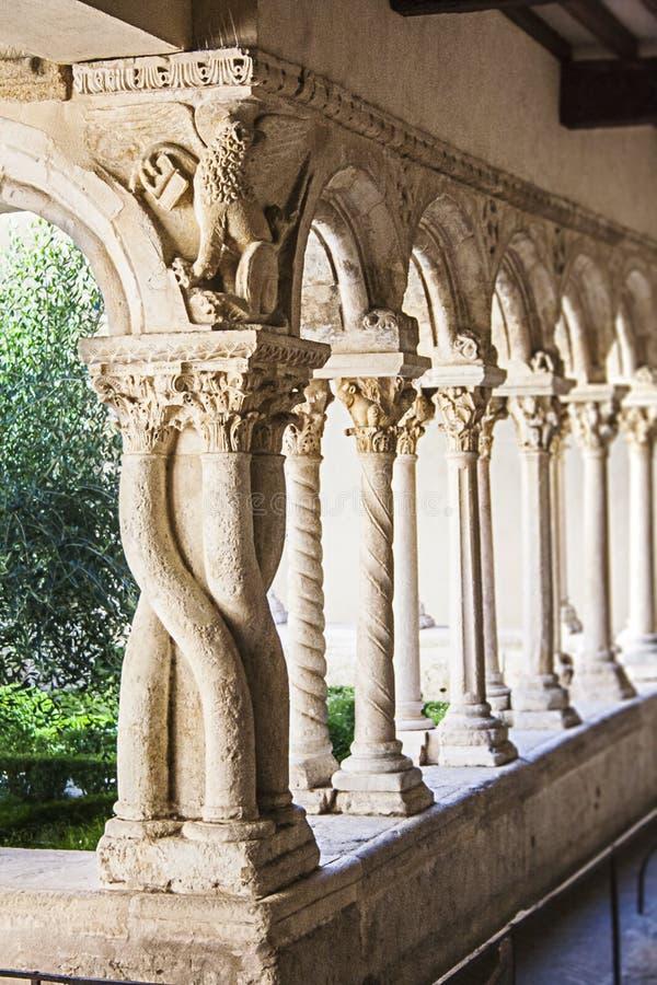 Cloître de cathédrale photographie stock