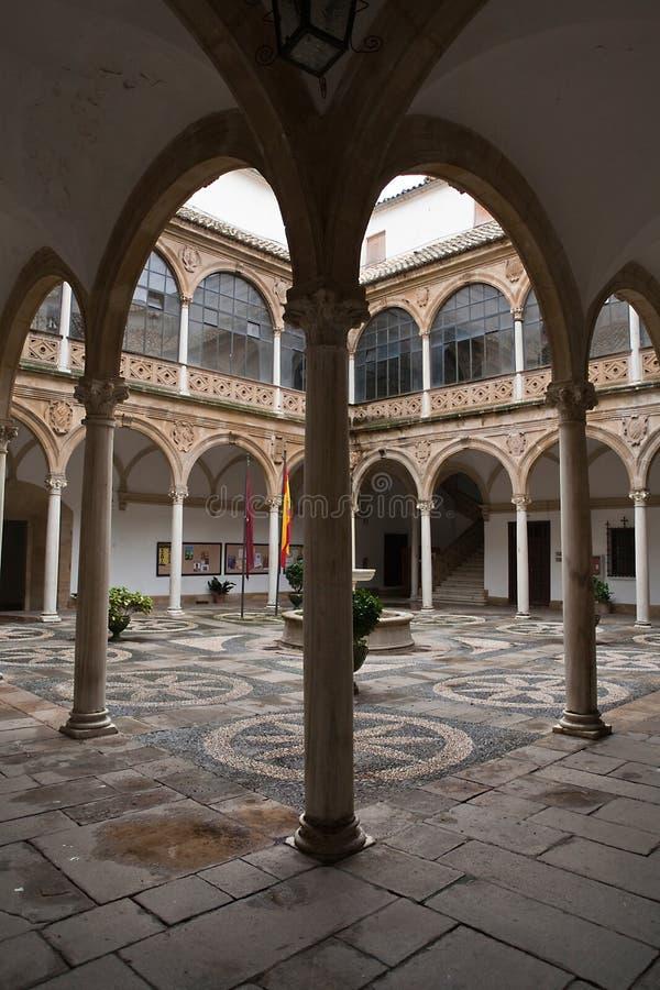 Cloître de l'hôtel de ville ou du palais des chaînes, Ubeda photo libre de droits