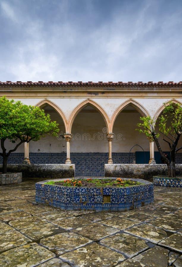 Cloître du cimetière, pour l'enterrement de chevalier, au couvent du Christ - Tomar, Portugal - référence de site de patrimoine m image libre de droits