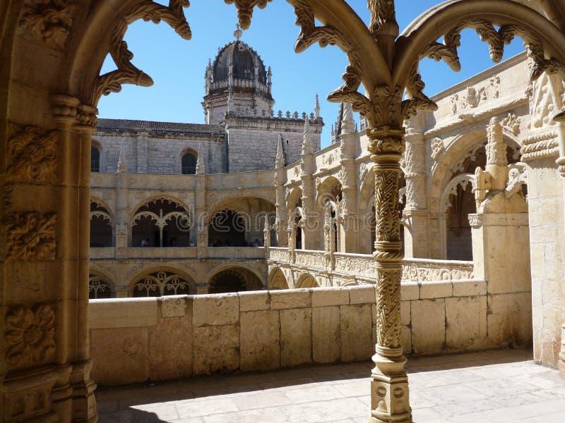 Cloître supérieur du monastère de Jeronimos photographie stock libre de droits