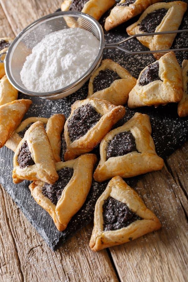 Clo doces judaicos tradicionais das cookies de Hamantaschen ou das orelhas dos hamans imagens de stock