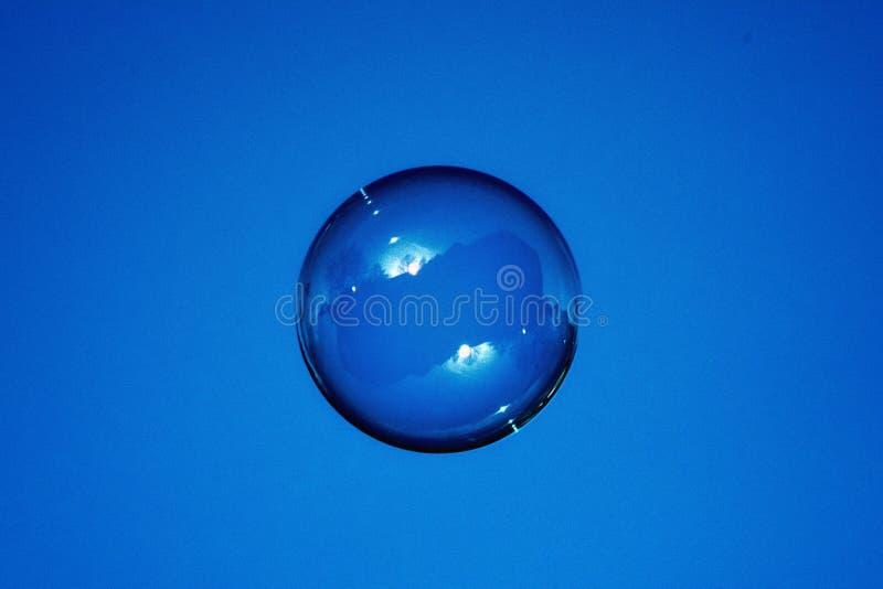 Cloche bleue de savon image libre de droits