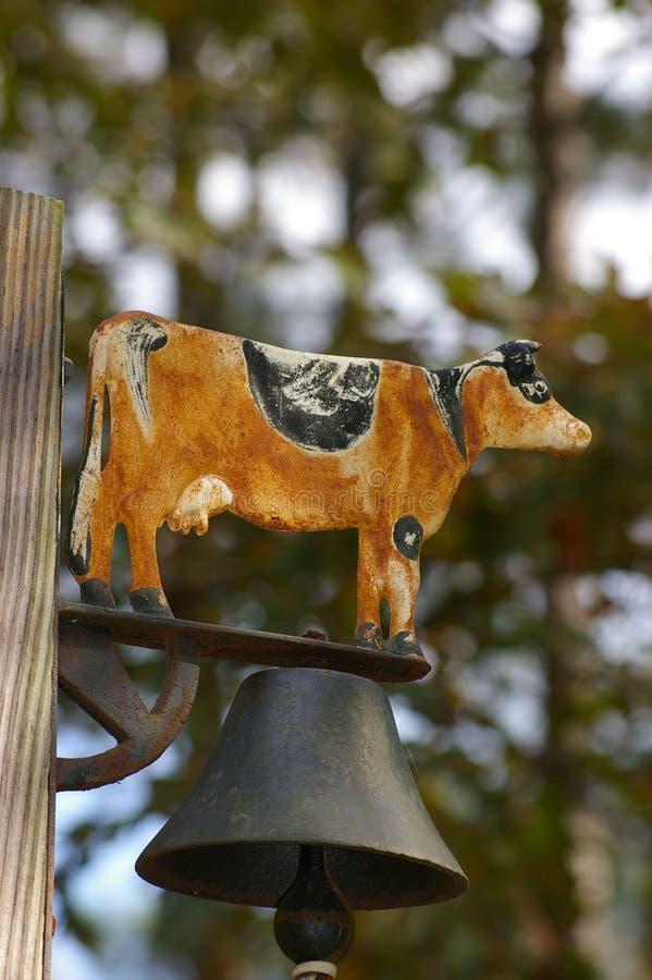 Cloche de dîner rouillée de vache photos libres de droits
