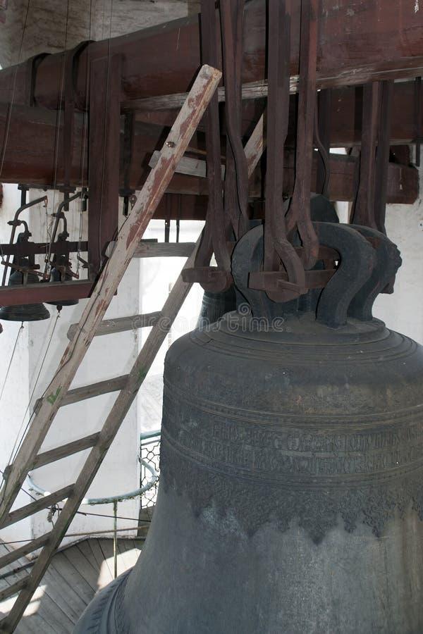 Cloche et intérieur dans un style très fleuri gravés de la tour de cloche au saint Sophia Cathedral photo stock