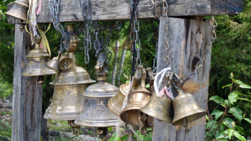 Cloches de temple en Himalaya photographie stock libre de droits