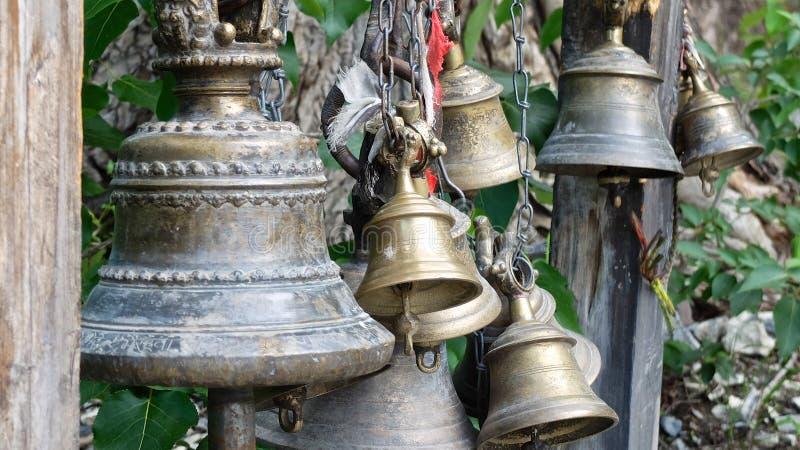 Cloches de temple en Himalaya images stock