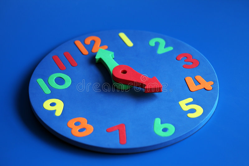 Clock Showing 5 Pm Royalty Free Stock Photos
