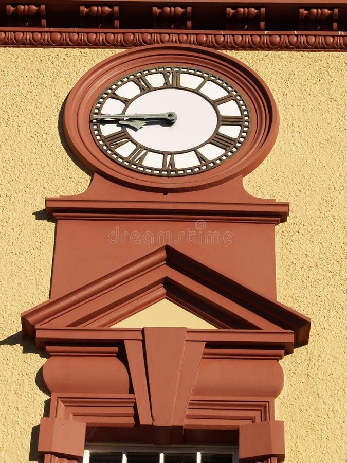 Clockface en el edificio histórico. foto de archivo
