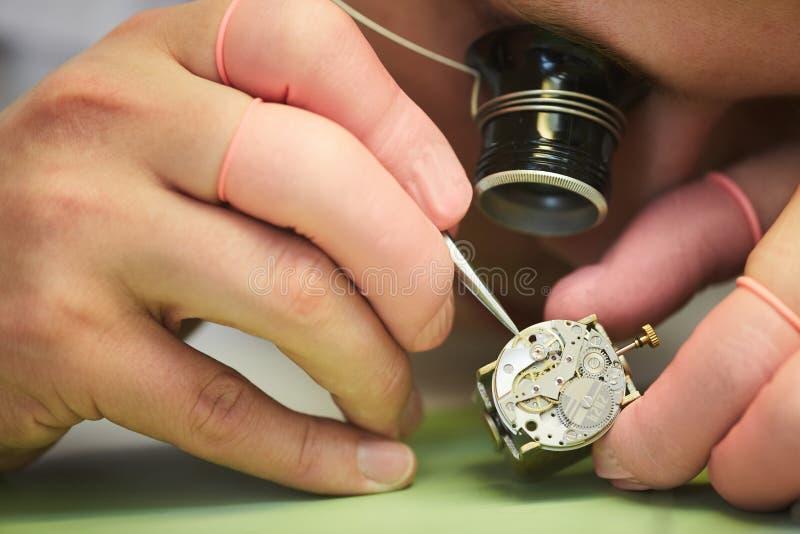 Clockmaker zbliżenie obraz stock