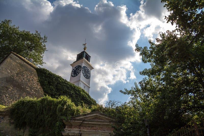 Clocktower του φρουρίου Petrovaradin στο Νόβι Σαντ, Σερβία Αυτό το φρούριο είναι ένα από το κύριο ορόσημο Voivodina στοκ φωτογραφία