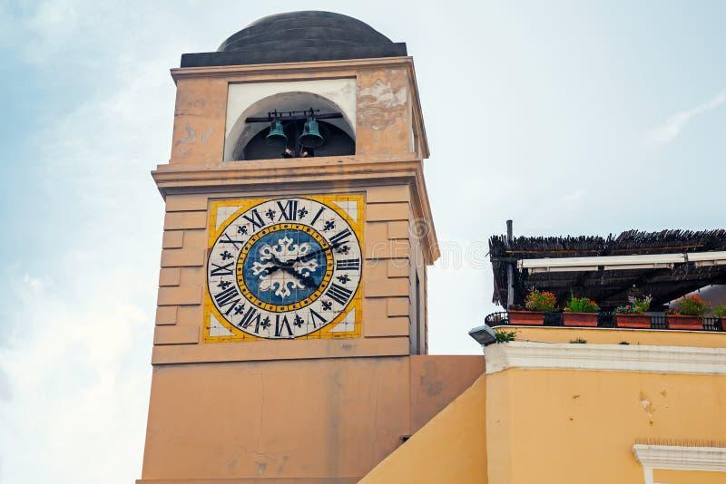 Clocktower auf Marktplatz Umberto I, Capri, Italien stockfotografie