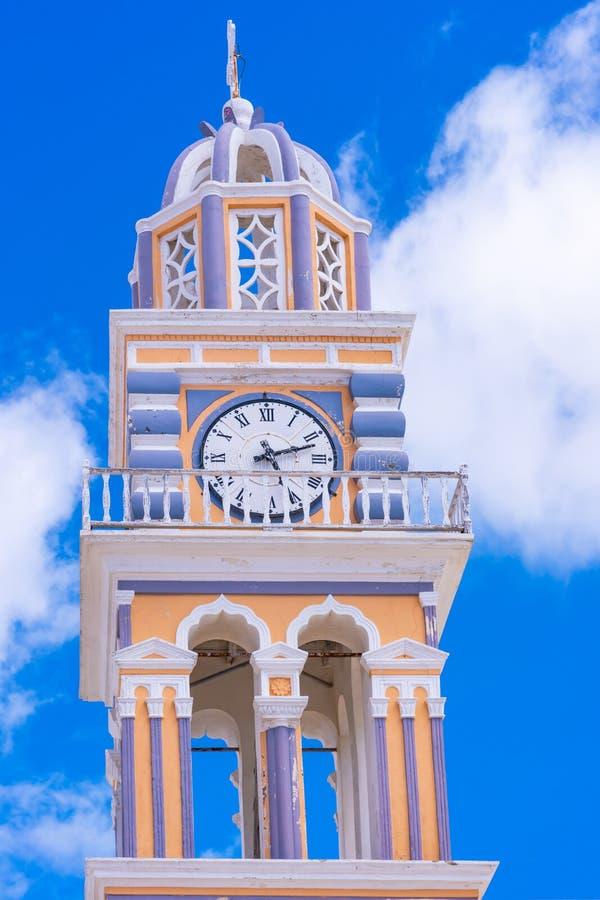 Clocktower della cattedrale di Saint John il battista in Fira fotografia stock