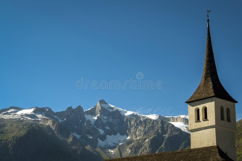 Clocktower van de kerk in Bellwald Valais, Zwitserland royalty-vrije stock foto