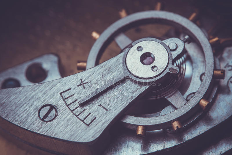 clockwork Close-up do mecanismo velho do relógio de pulso de disparo fotos de stock