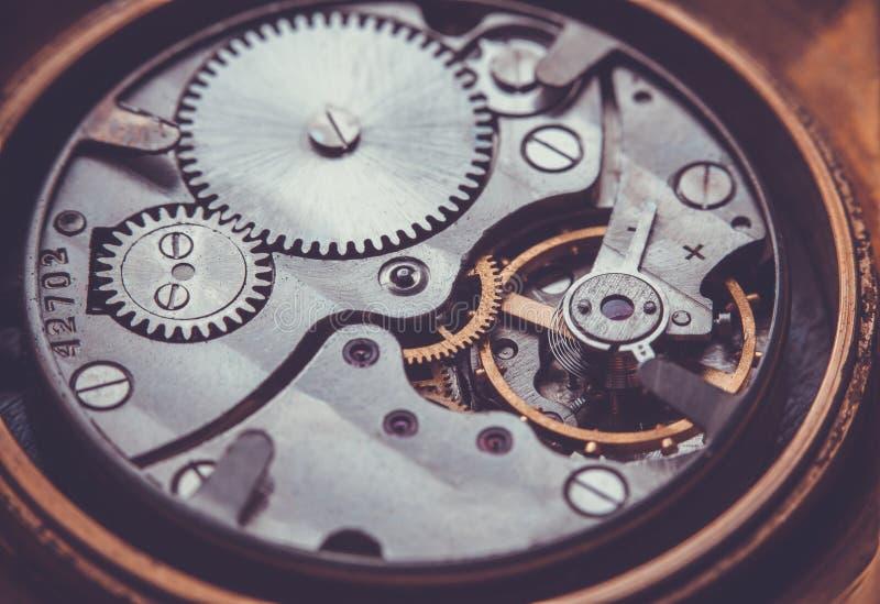 clockwork Close-up do mecanismo velho do relógio de pulso de disparo fotografia de stock royalty free