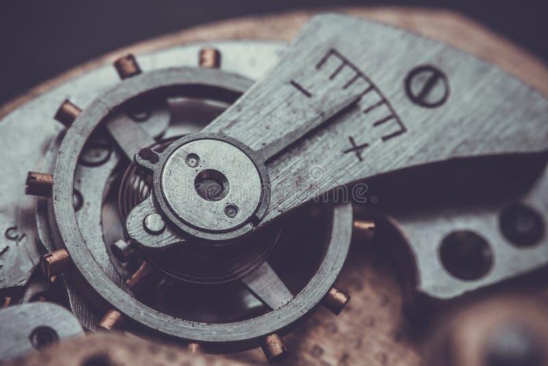 clockwork Close-up do mecanismo velho do relógio de pulso de disparo fotos de stock royalty free
