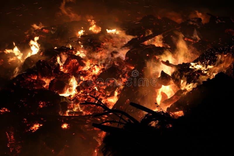 Cloesup estremo di un fuoco enorme fotografia stock