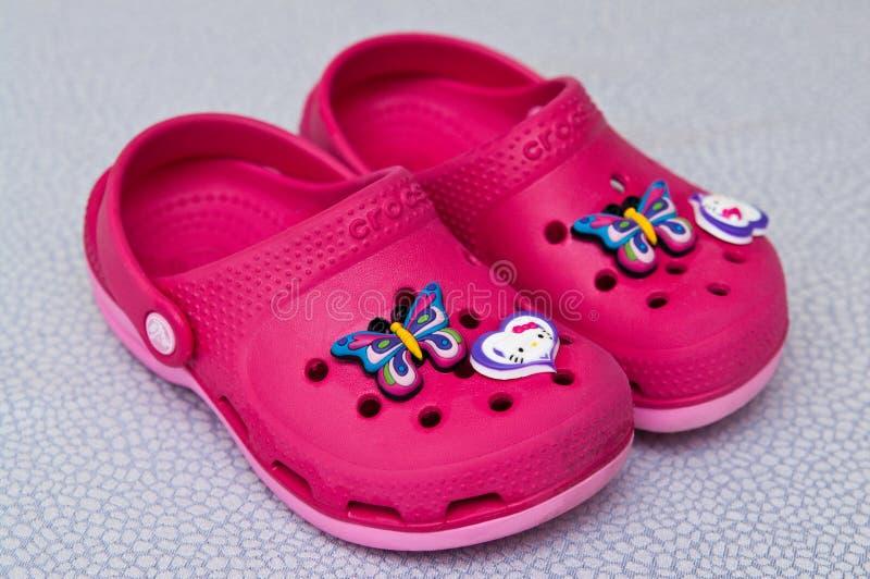 Clog αφρού παπούτσια παιδιών Crocs στοκ φωτογραφίες