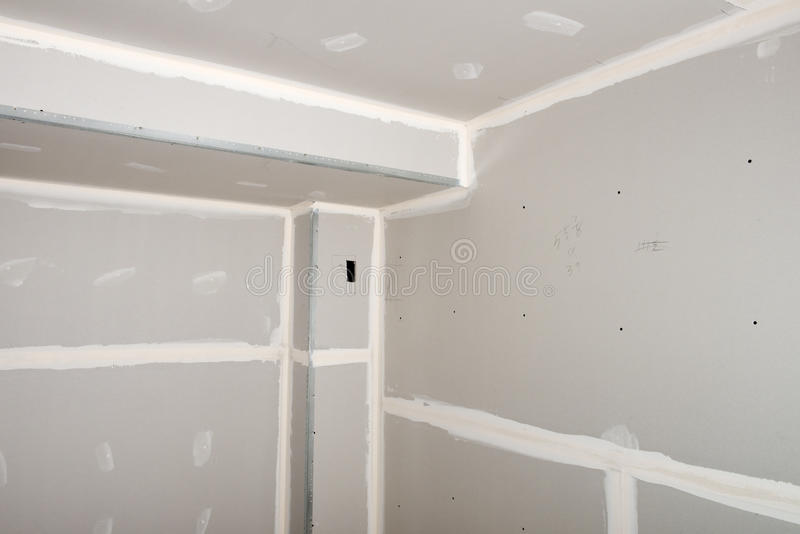 L'amélioration de l'habitat, Chambre transforment, cloison sèche installent image stock