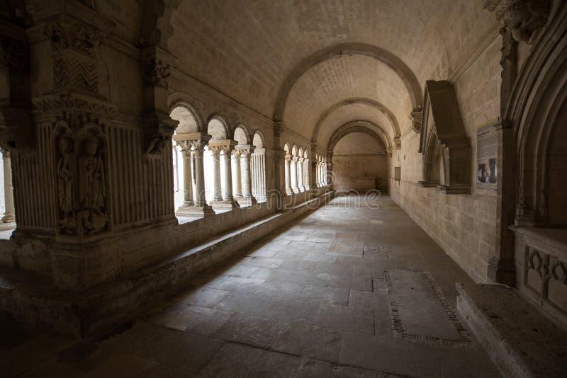 Cloisters w opactwie St Peter w Montmajour blisko Arles, fotografia stock