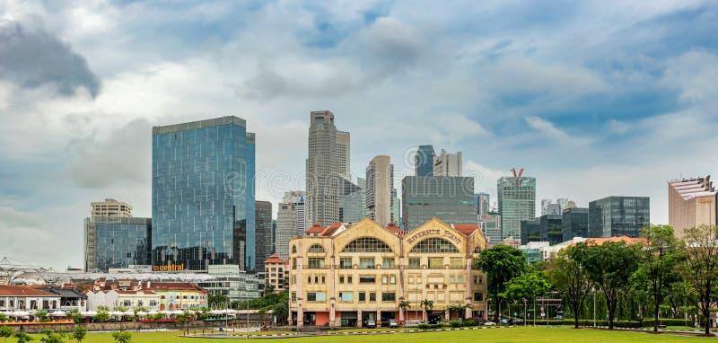 Clonial hus på den Singapore floden och cityscapen arkivbild