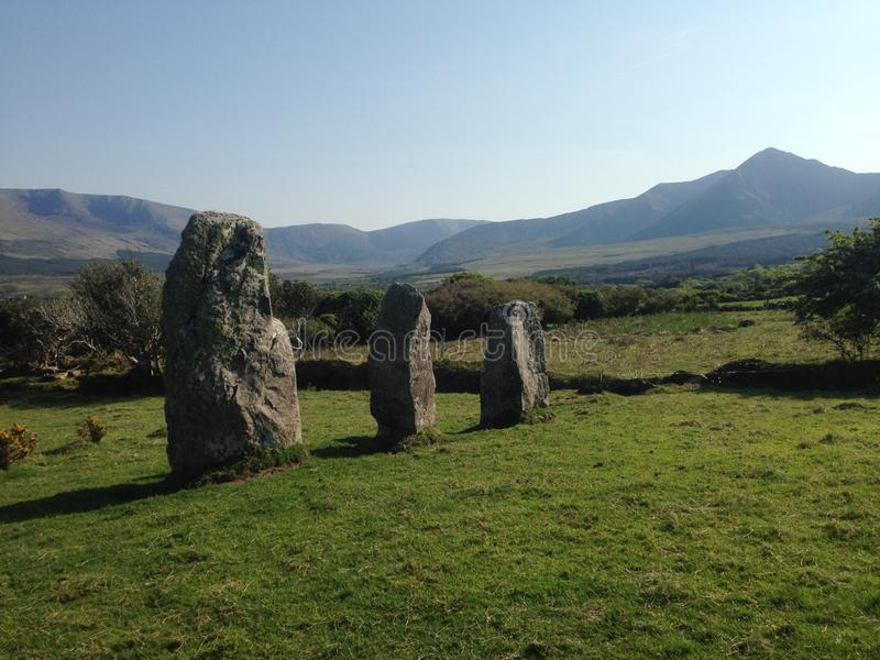 Cloonsharragh站立的石头,幽谷半岛 库存照片