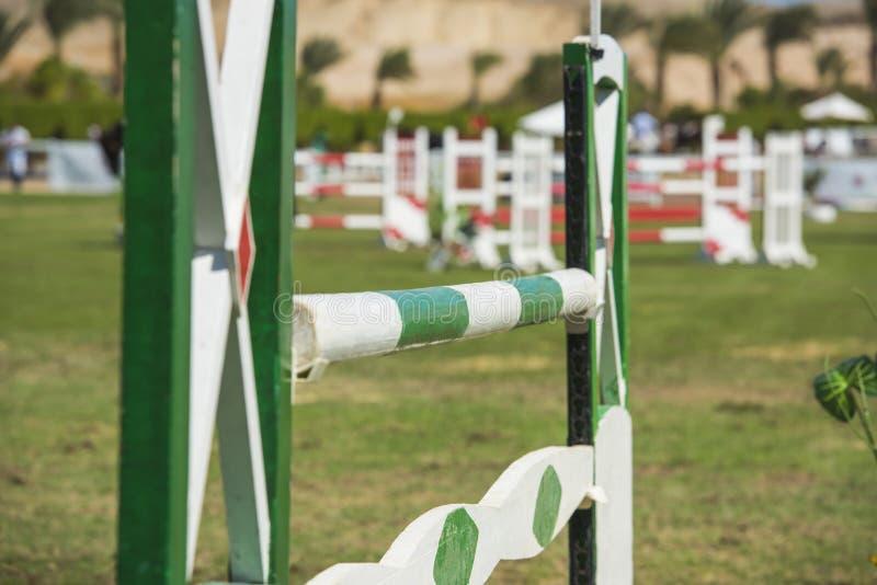 Close up acima de um obstáculo equestre do showjumping fotografia de stock