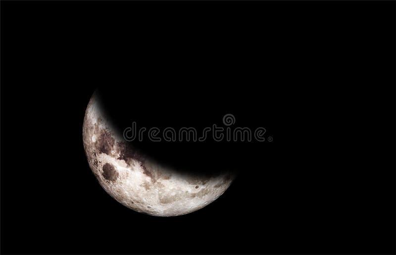 Close-up afiado mesmo da lua crescente de aumenta??o no c?u noturno foto de stock royalty free