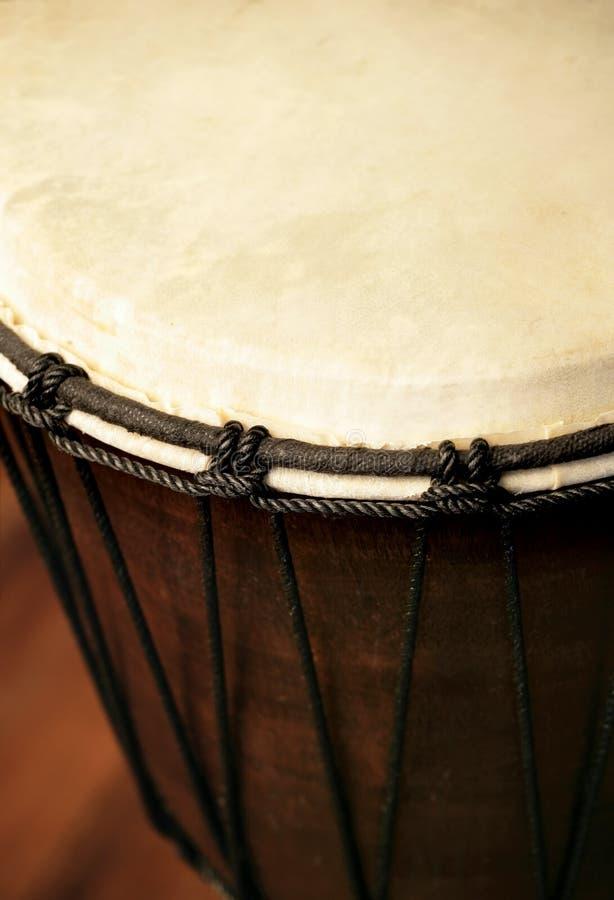 Close up africano do cilindro de Djembe imagem de stock