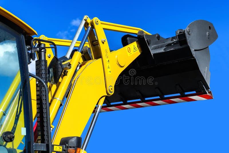 Close up amarelo do trator-carregador imagens de stock royalty free