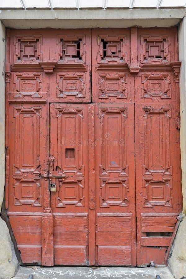 Close up antigo da porta em Krakow, Polônia foto de stock royalty free